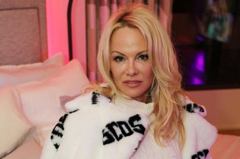 Pamela Anderson avautui menneisyydestään.