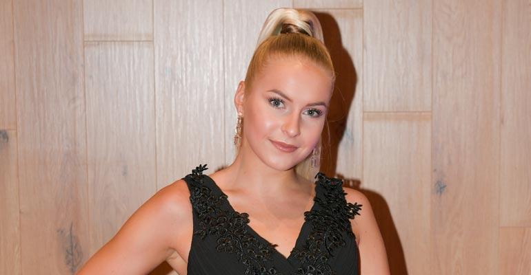 Alina Voronkova sovitti hääpukua.