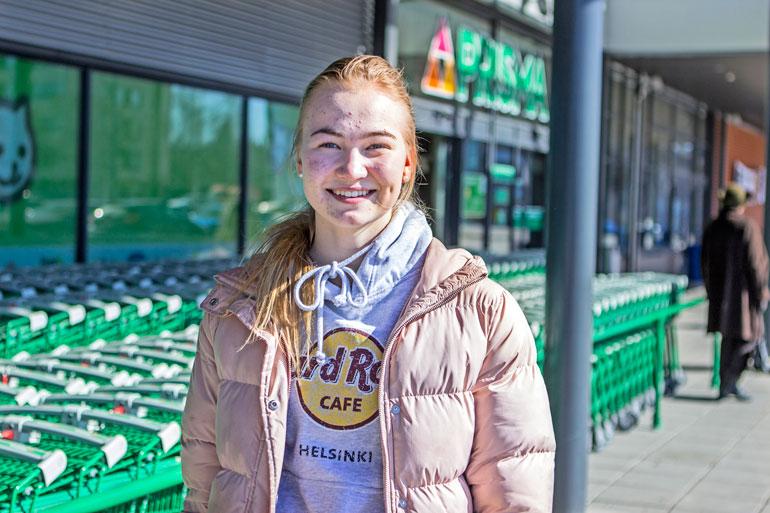 Fanni Varho on tyytyväinen siitä, että megavoitto osui juuri Loimaalle. – Siistiä, että täällä on pelattu niin iso summa rahaa ja asia on saanut julkisuutta.