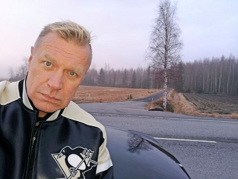 – Odotin yksin ja kylmissäni kolme tuntia tienposkessa, Tauski kertoo.