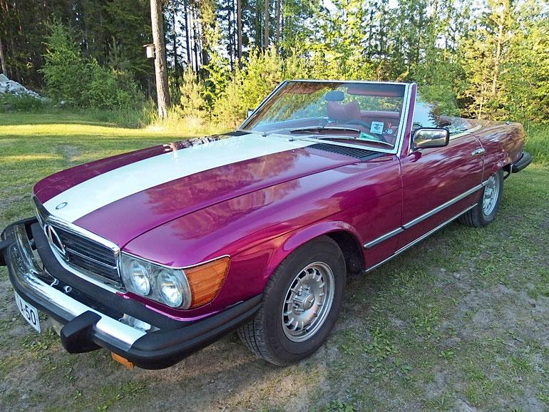Huutokauppakeisari osti vuoden 1978 avo-Mersun Salosta, josta se kuljetettiin Tampereelle.