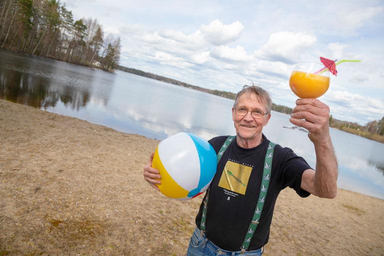 Aurinkoista kesää kaikille! Ahvenprofessori Matti Paasonen ennustaa, että rannoilla kelpaa Suomessa tulevana suvena nautiskella.
