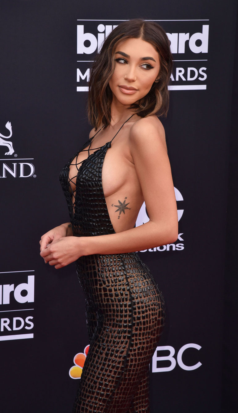 Chantel Jeffries  Billboard Music Awardsin punaisella matolla.
