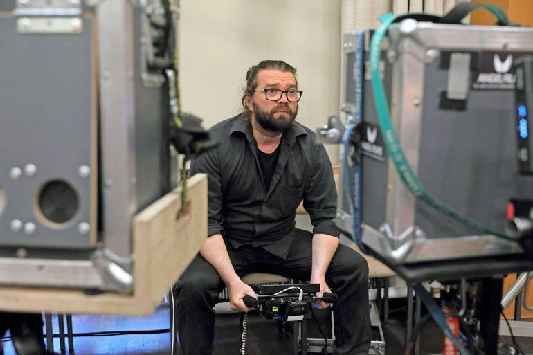 Elokuvan ohjaa Mikko Kouki, joka toimii käsikirjoittajana yhdessä Petja Lähteen kanssa.