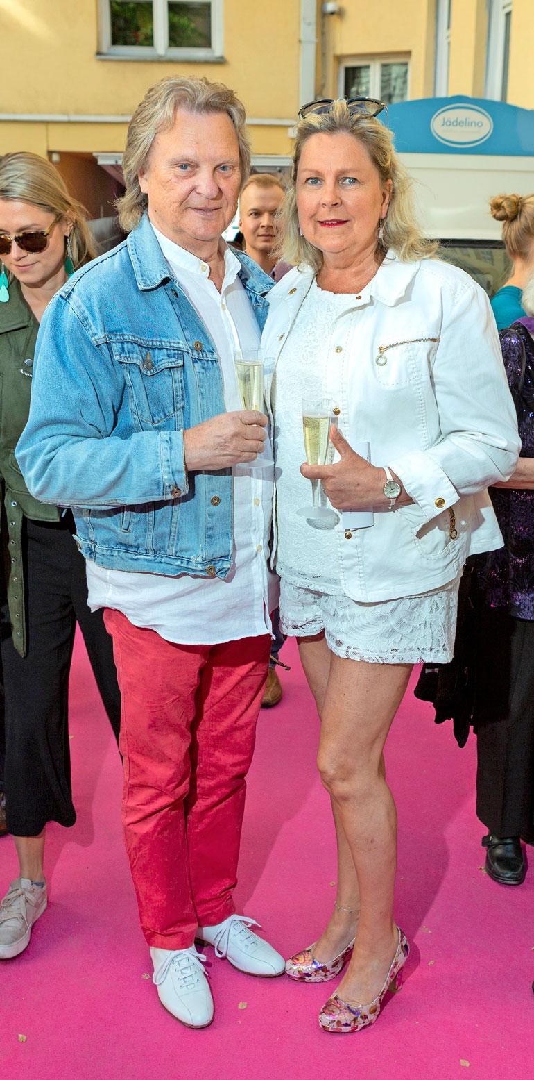 Pepe ja Pauliina edustivat Hotelli Helkan kesäjuhlissa.