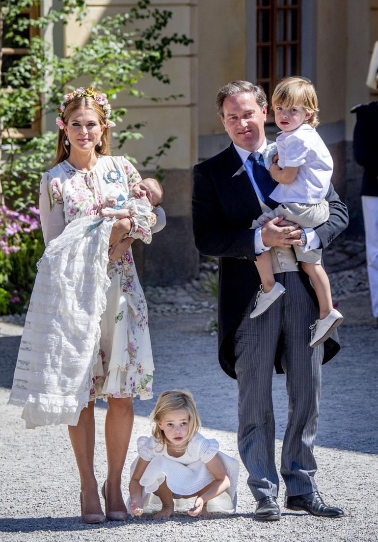 Ruotsin prinsessapari Madeleine ja Chris O'Neill, prinsessat Leonore ja Adrienne