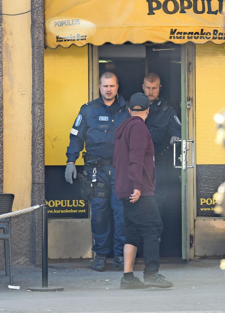 Poliisit hakivat Ilarin baarista lasin rikkomisen takia.