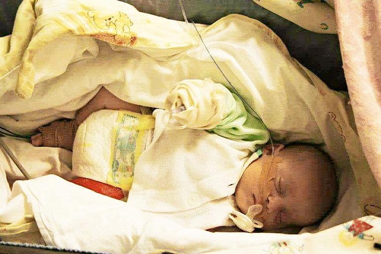 Neela sai synnytyksessä Seitsemän luunmurtumaa.