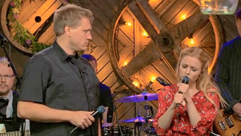 Samulin ja Paulan välinen kemia nousi puheenaiheeksi jo Vain elämää -ohjelmassa syksyllä 2014.