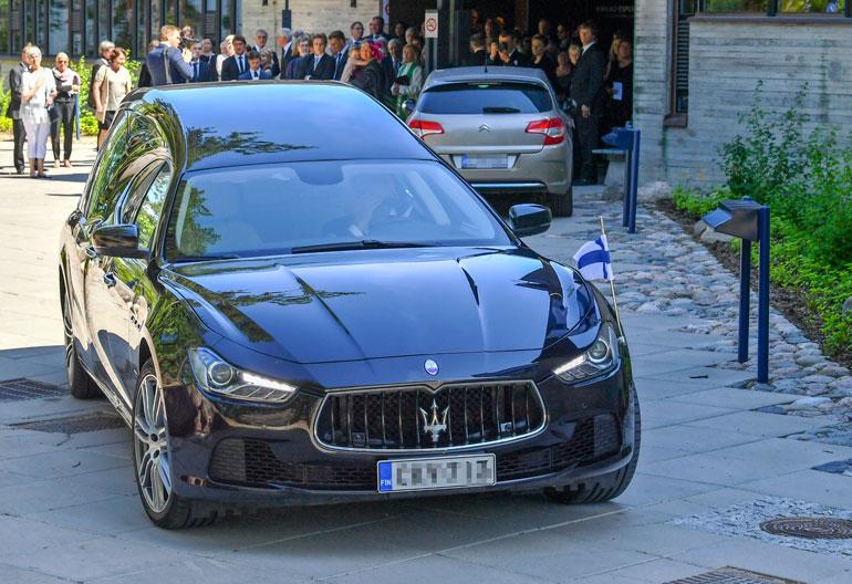 Ruumisauto oli majesteettinen, Maserati Ghiblin pohjalle rakennettu Biemme Vekal.