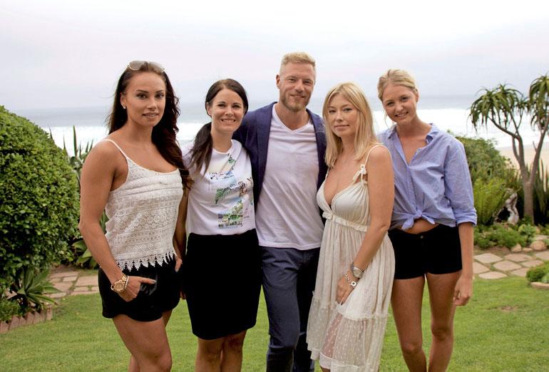 Jenny kohtasi Juha Rouvisen Bachelor Suomen ensimmäisellä kaudella, ja nyt on Jennyn vuoro jakaa ruusuja kosiskelijoille.