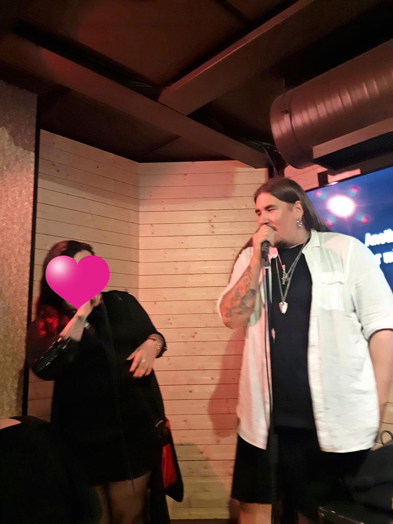 Antti Railio lauloi uuden rakkaansa kanssa.