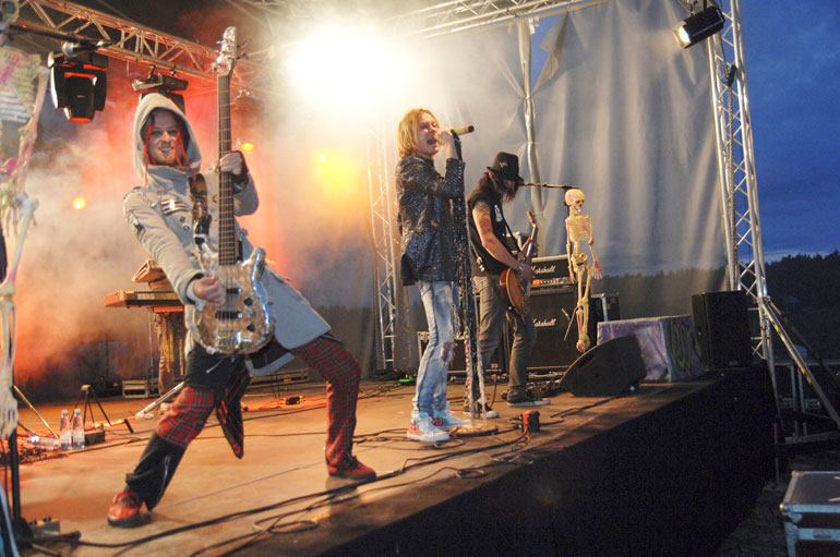 Elokuussa 35 vuotta täyttävä Jonne muistetaan kenties parhaiten hard rock -yhtye Negativen solistina.