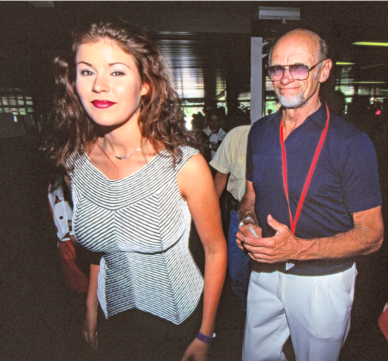 Marian ja Speden lämpimistä väleistä alettiin supista ensimmäistä kertaa vuonna 1997. Maria oli tuolloin 19-vuotias, Spede 67.