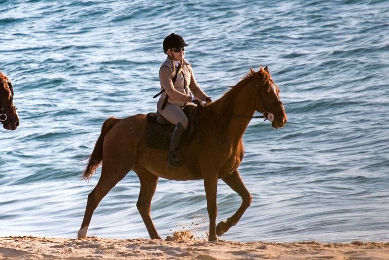 Madonna muutti Lissaboniin, Portugaliin viime syksynä. Vapaa-aikanaan Madonna harrastaa ratsastusta.