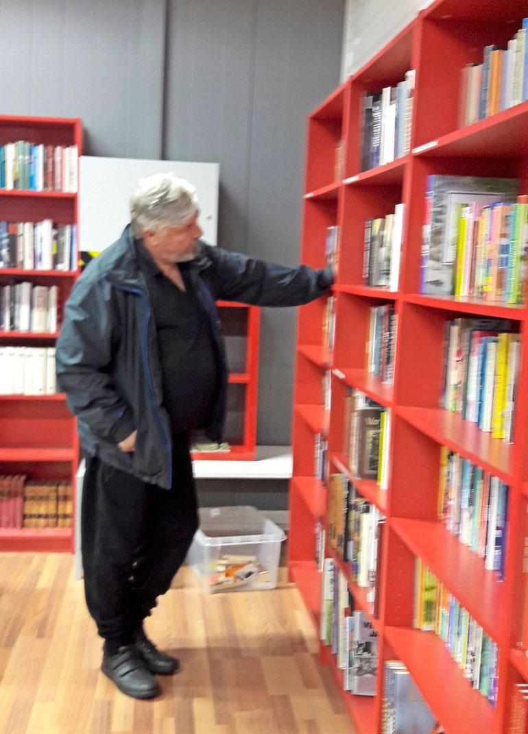 Sohvaperunoiden Jorma osti kirjoja.