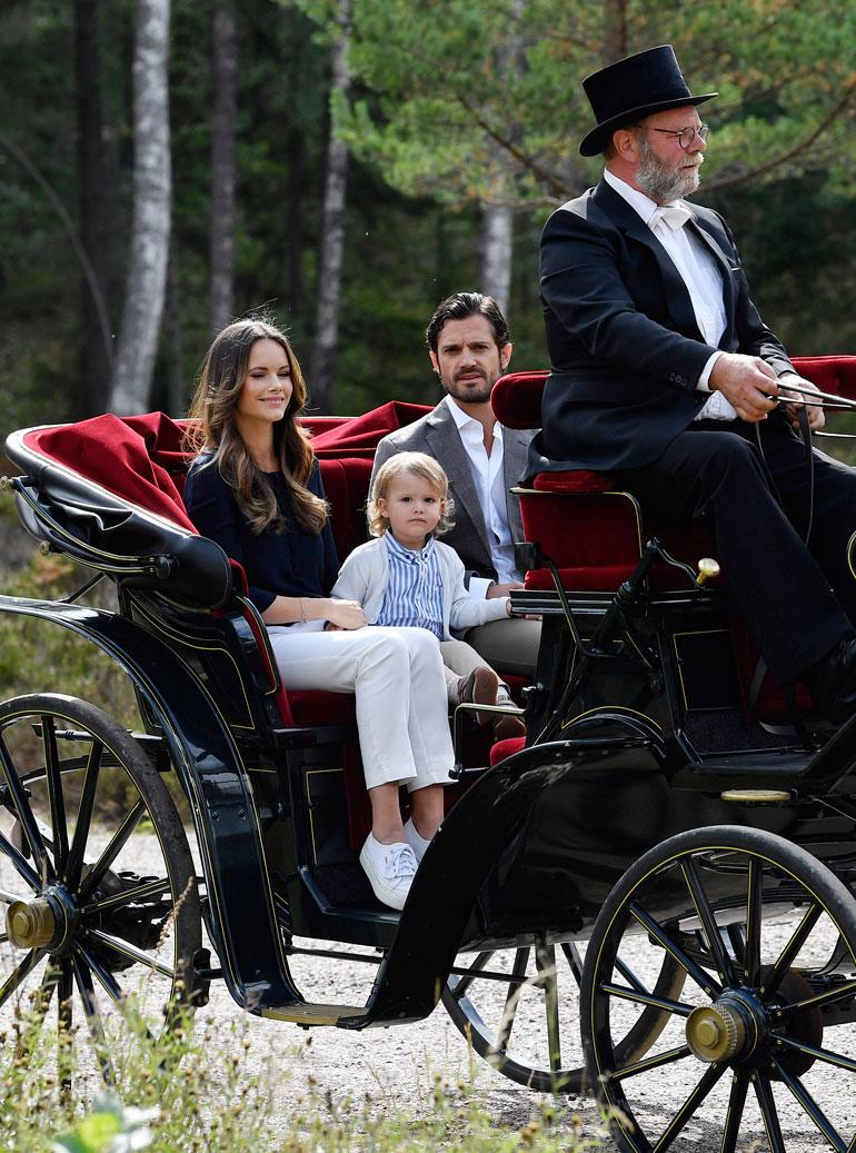 Ruotsin prinssipari Carl Philip ja Sofia sekä prinssi Alexander