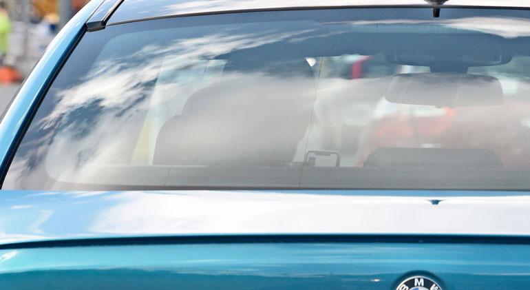 Miljonäärikiekkoilija räpläsi ajon aikana älypuhelintaan.