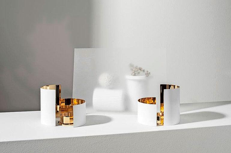 Infinity- eli äärettömyys-nimisiä messinkisiä kynttiläjalkoja saa eri värisinä.