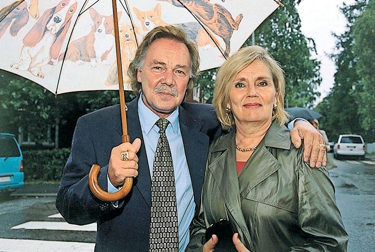 Kari Tapio kuoli 2010 ja Pia Viheriävaara 2015.