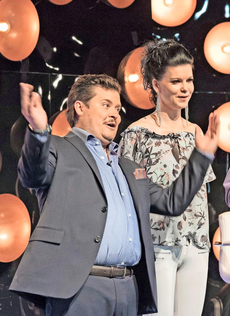 Minja haki matkaseuraa neiti X:n roolissa Janne Katajan juontamasta Napakymppi-ohjelmasta.