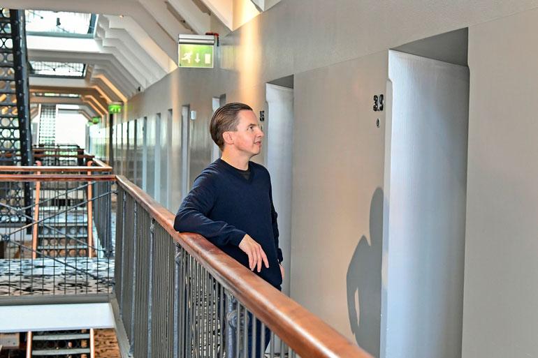 Ruotsinsuomalainen Janne muutti pysyvästi Suomeen elokuussa 1999. Ensimmäisenä osoitteena oli Katajanokan vankilan matkaselli. Siitä on sittemmin tehty hotellihuone.