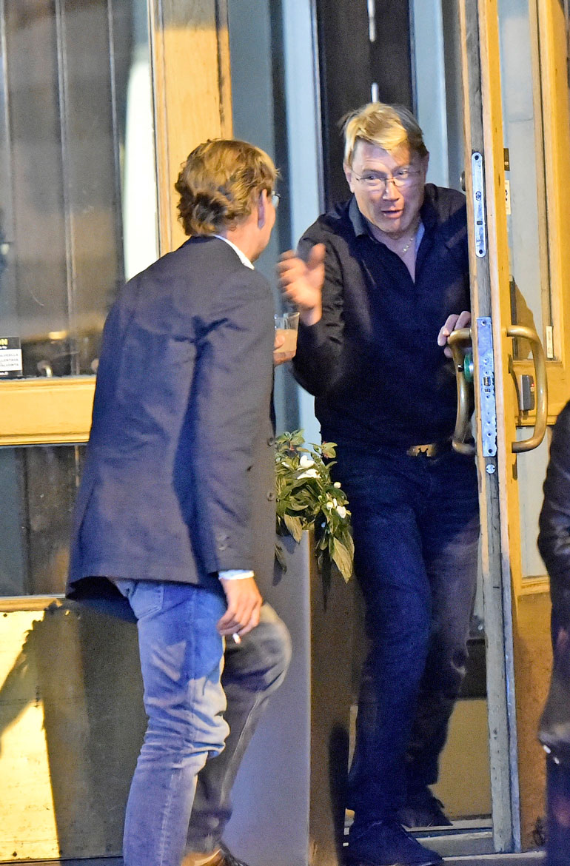 Mikan juhlissa Helsingin keskustassa riitti vieraita, ja päivänsankari toimi lupsakkaana isäntänä.