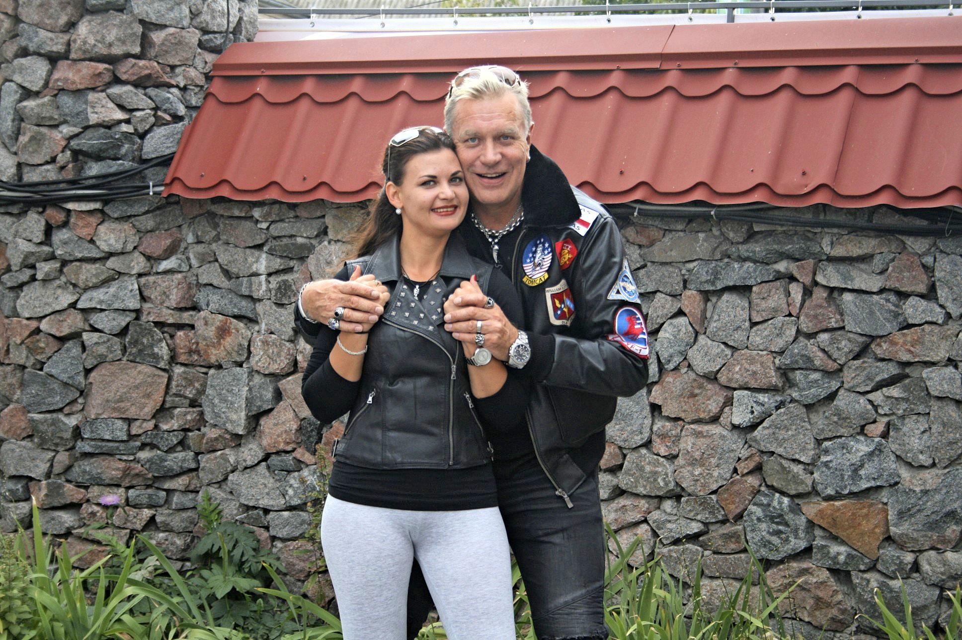 Tauski ja Julia menivät kihloihin.