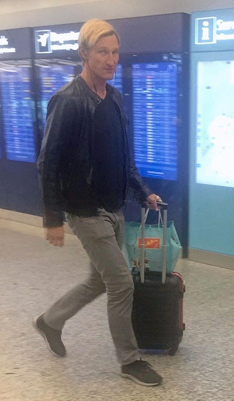 Sami Hyypiä lentokentällä.