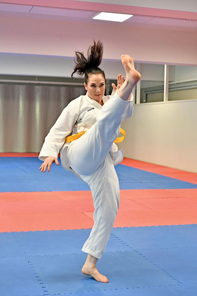 Tiina harrastaa taekwondoa.