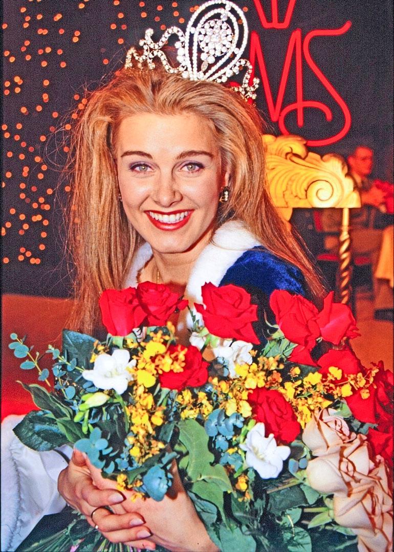 Tarja valittiin Suomen kauneimmaksi naiseksi vuonna 1993. Seiska oli tietysti paikalla kuvaamassa vasta-kruunatun Miss Suomen.
