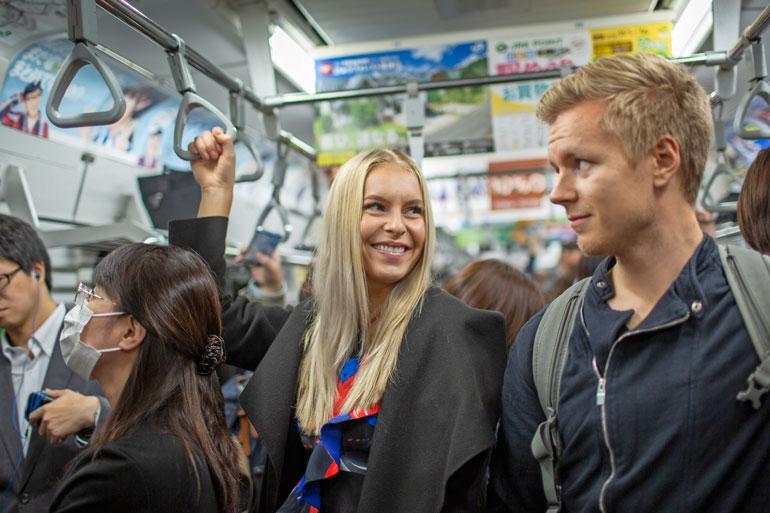 Alina matkusti ensimmäistä kertaa Japanissa metrolla. – Ilman Joonasta en olisi pärjännyt!