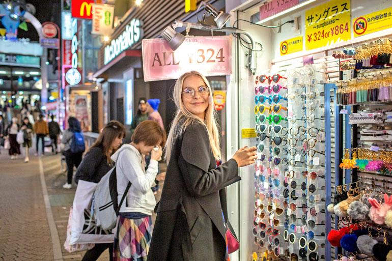 Rakastavaiset vierailivat Japanin muodin ja kulttuurin mekassa Harajukussa. – En valitettavasti päässyt kokeilemaan kimonoa, koska liike oli mennyt kiinni.