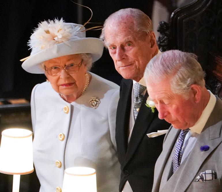 Kuningatar Elisabet, prinssi Philip ja Walesin prinssi Charles