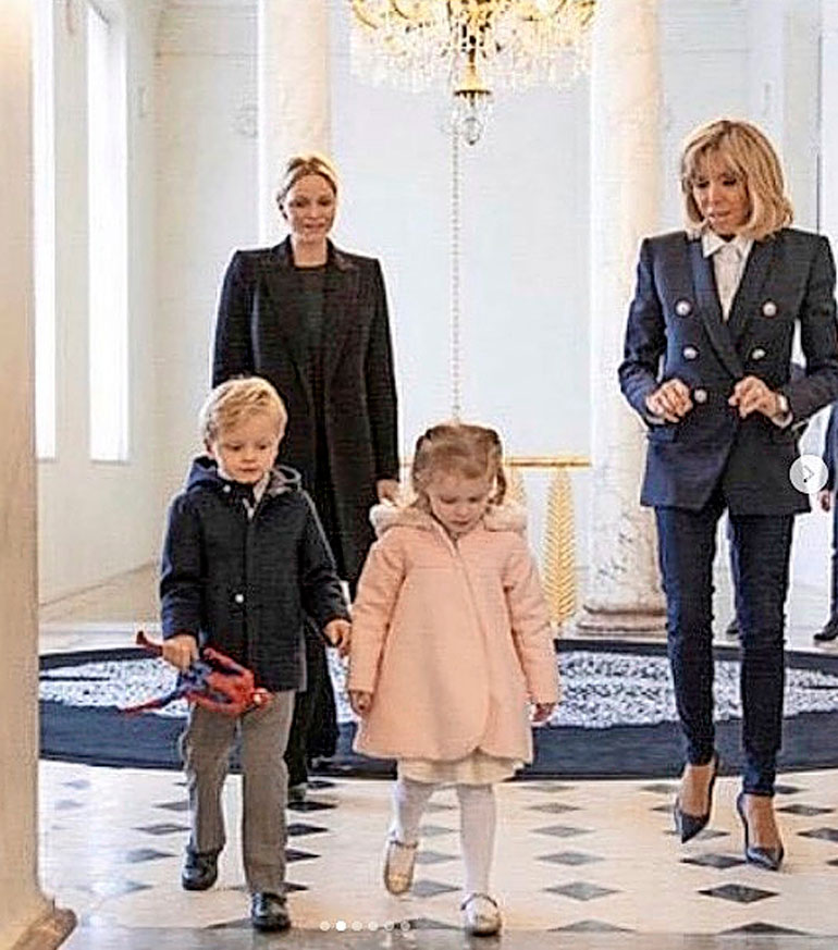 Prinsessa Charlene, prinssi Jacques, prinsessa Gabriella ja Brigitte Macron