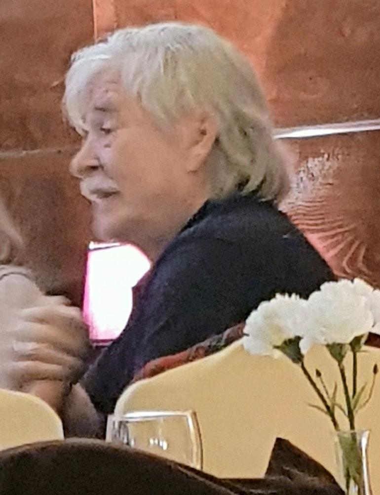 Matti Esko istui iltaa Espanjassa.
