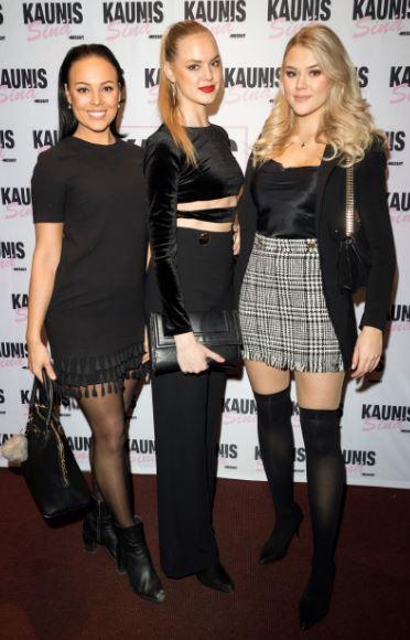 saapui Kaunis sinä -messujen pressitilaisuuteen yhdessä Miss Suomi -finalistien Ellinoora Myötyrin ja Mirella Merivirran kanssa.