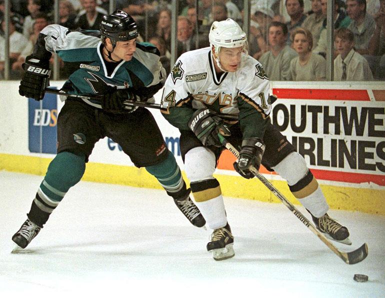 Juha Lind muistetaan Jokereiden 1990-luvun dynastian kulmapalana. Maajoukkuelaituri pelasi NHL:ssä 133 runkosarjaottelua Dallas Starsissa ja Montreal Canadiensissa.
