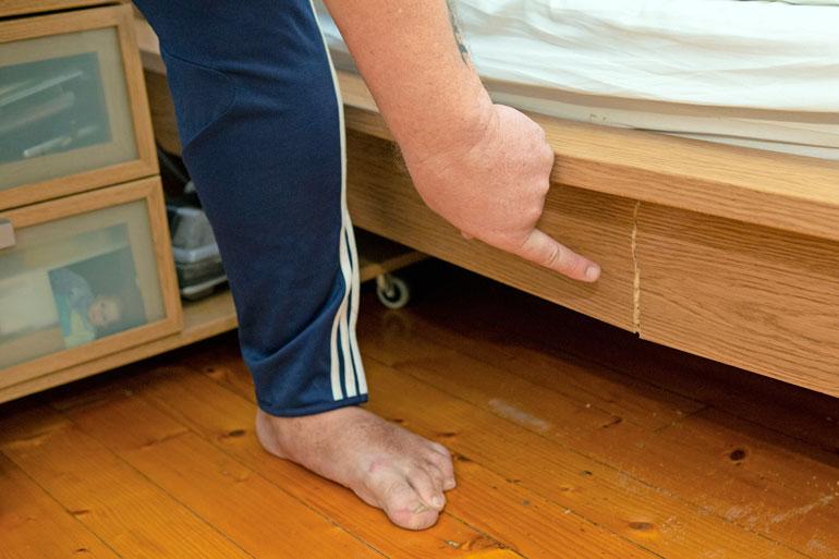 Henryn paino on jatkanut selittämätöntä nousuaan. Haastattelun aamuna hän oli noussut sängyllään istumaan, jolloin sänky petti alta.