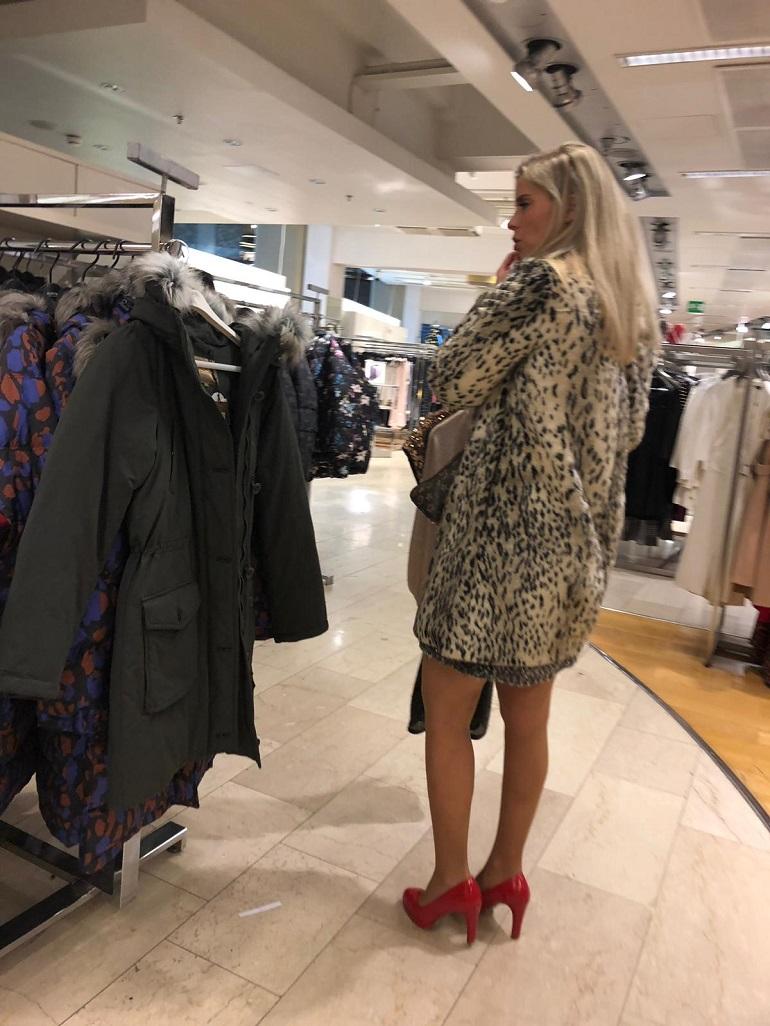 Hanna ostoksilla.