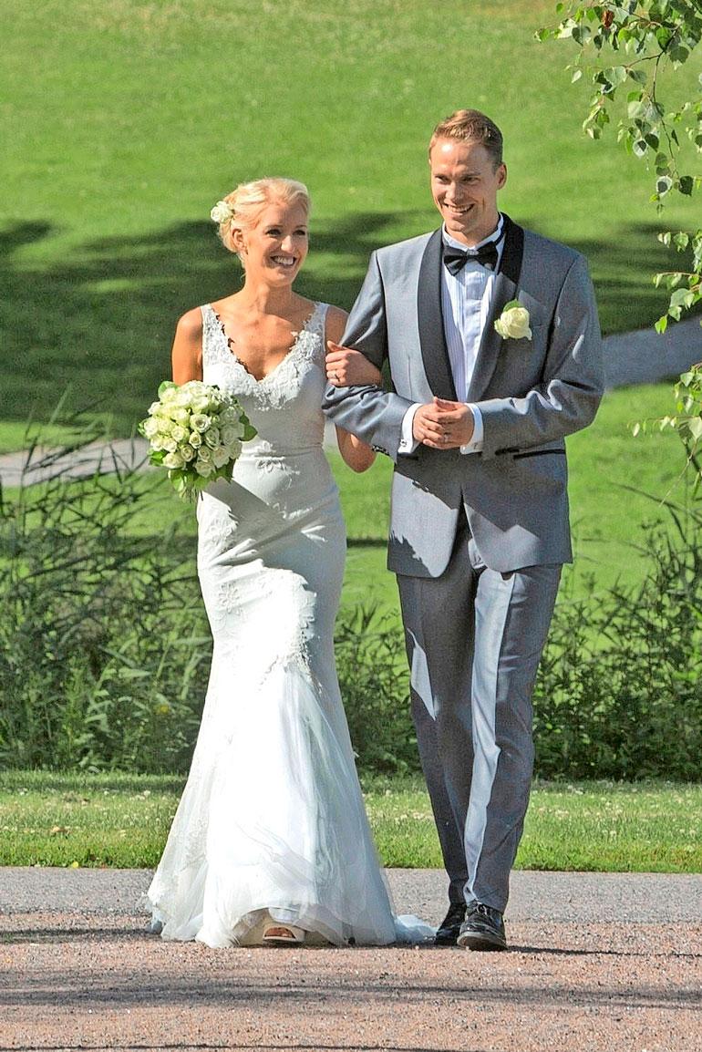Petteri avioitui Linda-rakkaansa kanssa Haikon kartanossa Porvoossa kesällä 2017.