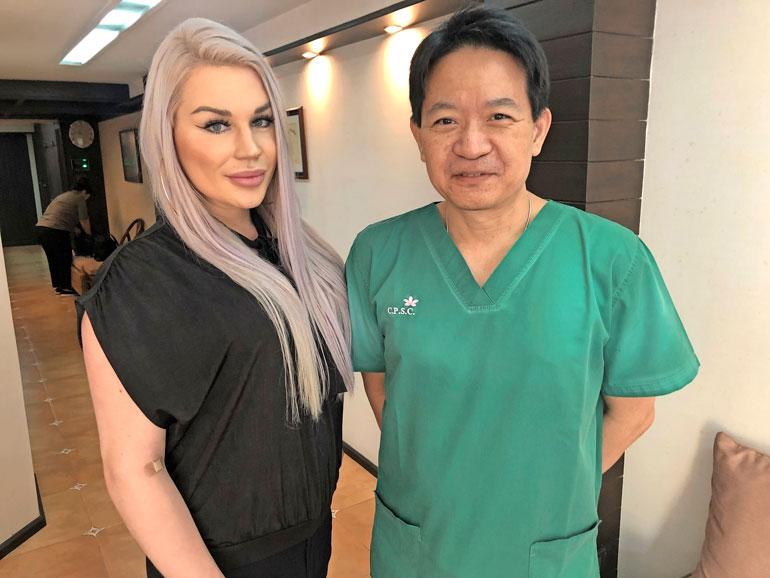 Maailman huippuihin kuuluva tohtori Chettawat Tulayaphanich on tehnyt yli 3 000 sukupuolenkorjausleikkausta. – Siteet poistetaan viikko leikkauksen jälkeen, ja hoitajamme auttavat Sofiaa toipumisessa.