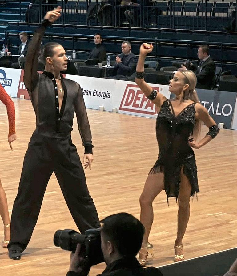 Tiia ja hänen tanssiparinsa Alexey ovat pitäneet yhtä jo useita vuosia.