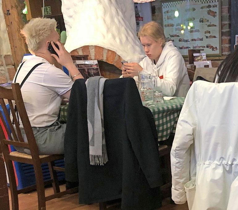 Arttu Lindeman ja Jaakko Parkkali lounastivat Lahdessa.