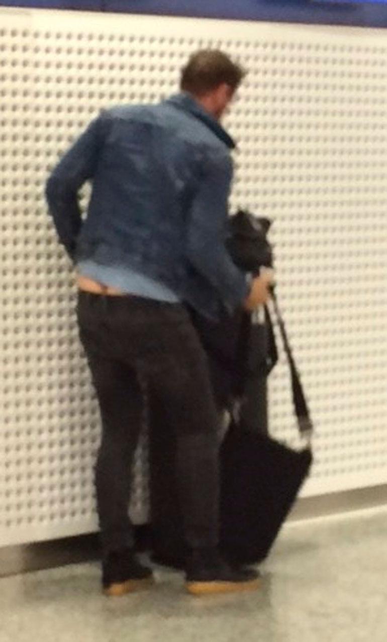 Lauri Tähkä lentokentällä.