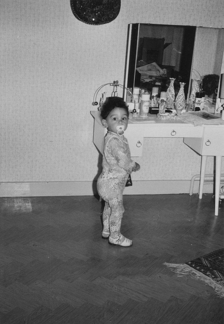 – Tämä kuva on ensimmäiseltä Suomenmatkaltani. Tätini asui Ahvenanmaalla, ja kävimme hänen luonaan, kun olin puolitoistavuotias.