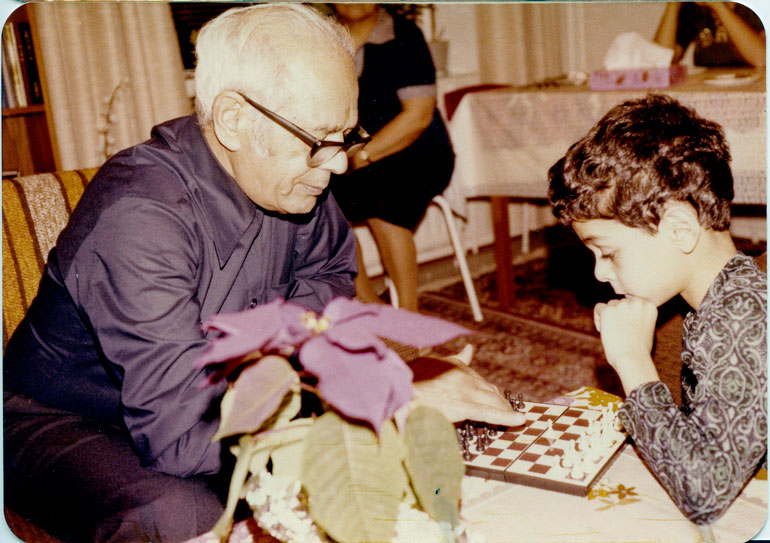 – Pelasin pienempänä todella paljon shakkia ukkini kanssa. Pelien jälkeen hän kertoi minulle tarinoita persialaisesta mytologiasta.