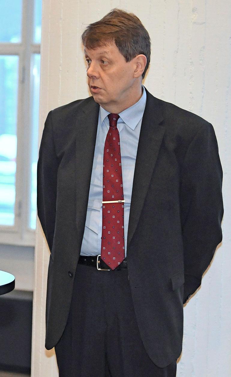 Jukka Haavisto ei enää vastannut, kun Seiska kysyi häneltä, miksi varaston etsinnän sallivaa määräystä ei ole koskaan näytetty Väyryselle.