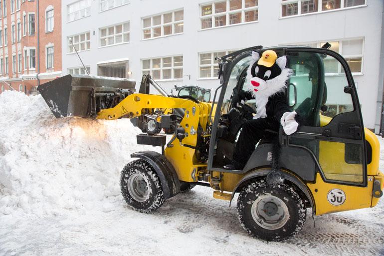 Kohukatti kipusi traktorin ohjaimiin ja lanasi matalaksi puolet pääkaupungin lumikinoksista.