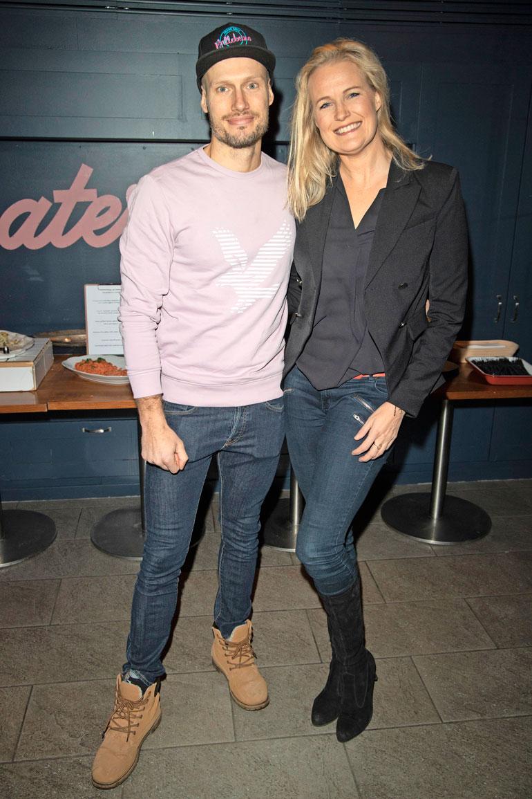 Kim ja Kia työskentelivät kumpikin 1990-luvulla malleina Milanossa. Viime viikolla sisarukset juhlivat helsinkiläisravintola The Cockissa A. Tillanderin Cosmic-arvokorusarjan julkistustilaisuudessa.